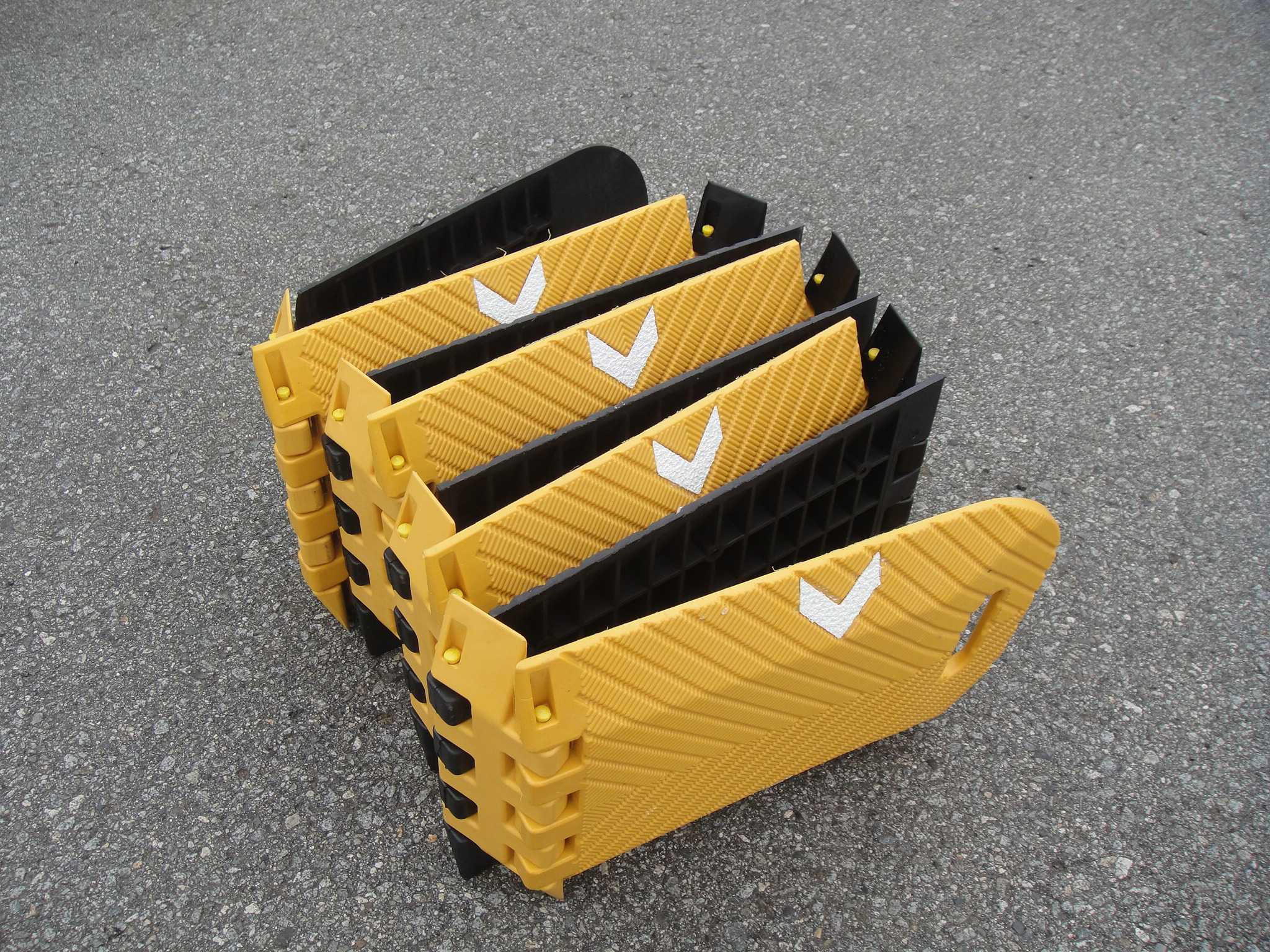 樹脂製折り畳み式簡易減速帯