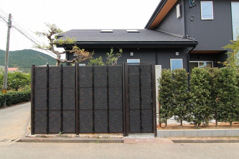 人工竹垣組立てセット「みす垣E2型柱見せタイプ(黒竹・黒焼杉角柱)」