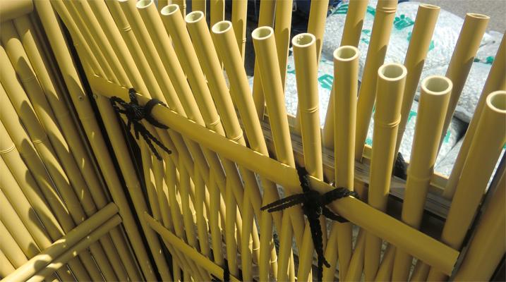 人工竹垣組立てセット「大津垣O型柱見せタイプ(イエロー竹木目調丸柱)」