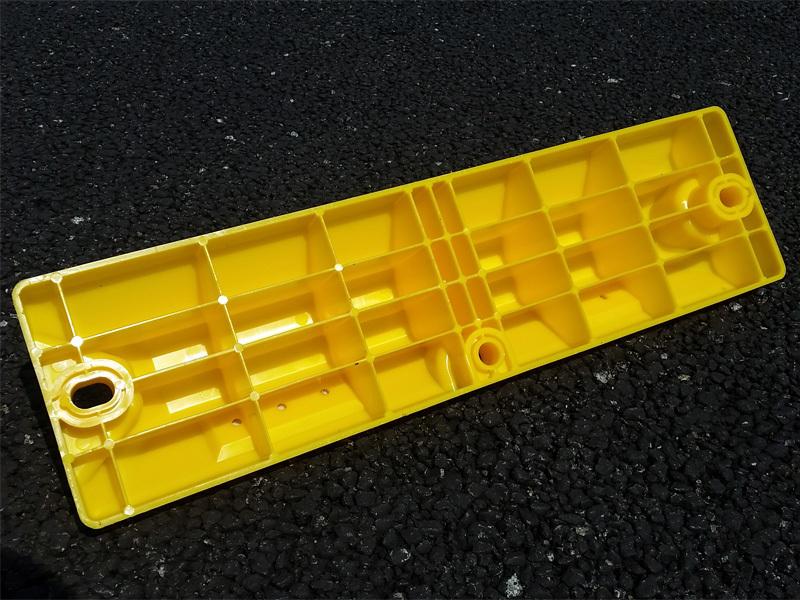 国産リサイクル樹脂製車止めブロックH100 2本セット