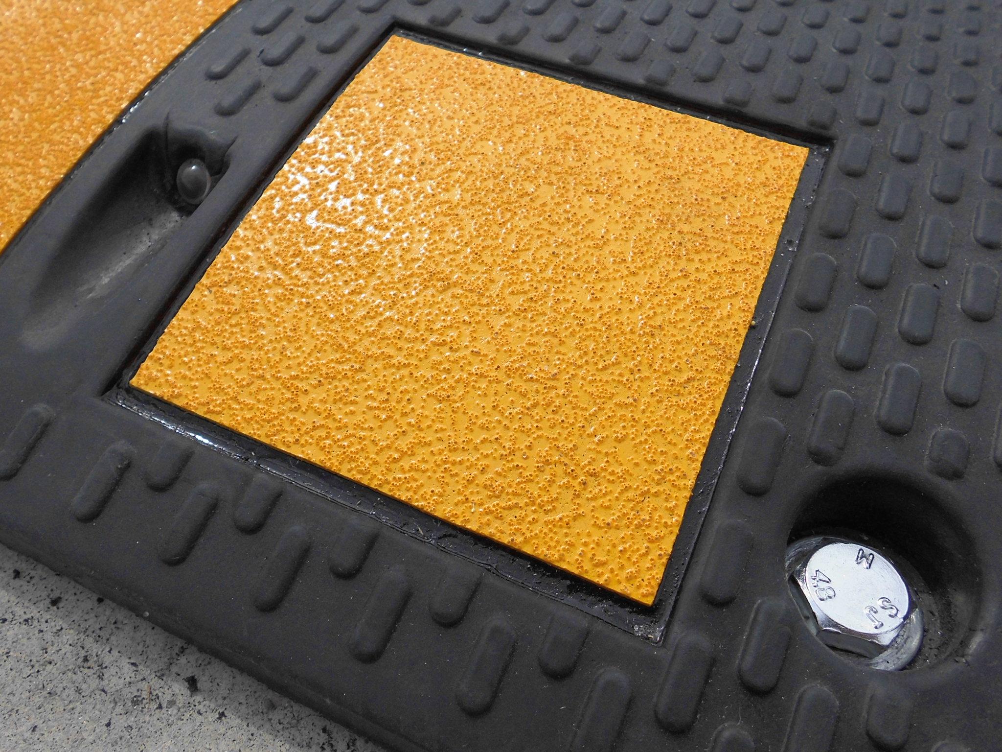 樹脂製減速帯タイプ5
