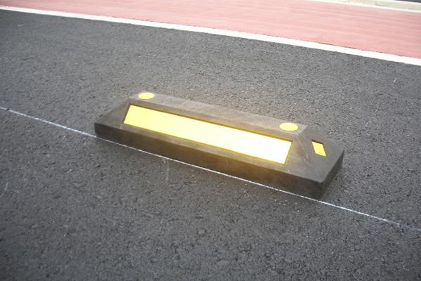 樹脂製車止めブロック(大)黒2本セット