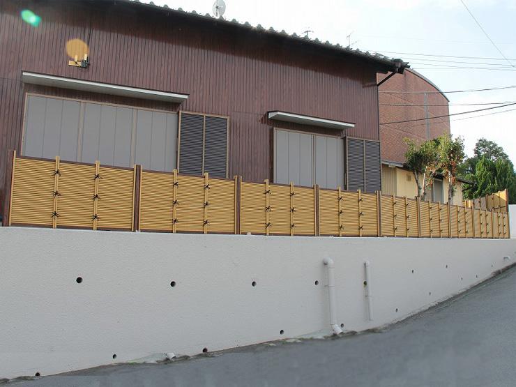 人工竹垣組立てセット「みす垣K4型柱見せタイプ(イエロー竹黒焼杉角柱)」