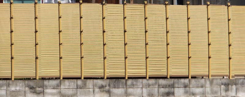 人工竹垣組立てセット「みす垣L型 柱隠しタイプ(ゴマ竹ブロンズ裏柱)」
