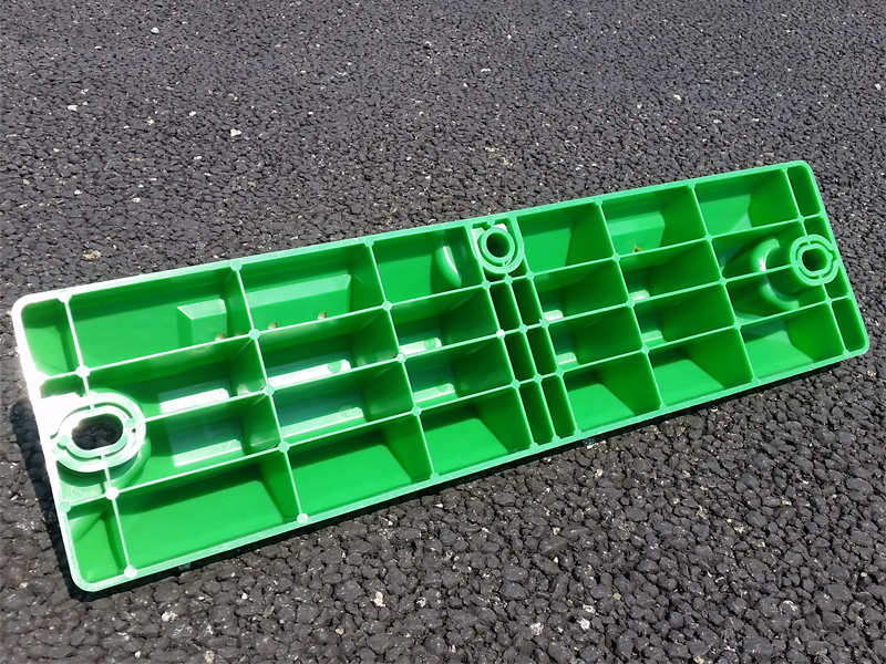 国産リサイクル樹脂製車止めブロックH80 2本セット