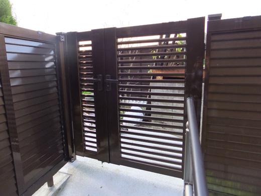 門扉「横格子セット1型親子扉」+フェンス「横ガラリ風フェンス」