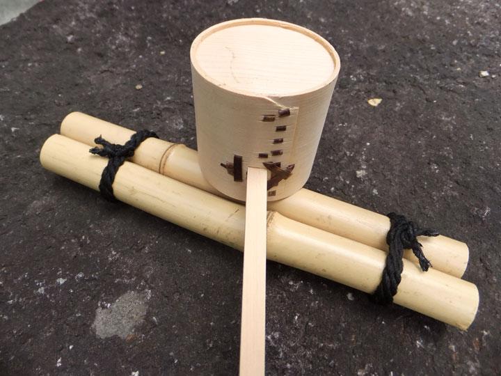 人工と天然柄杓(ひしゃく)置き- 井戸用品