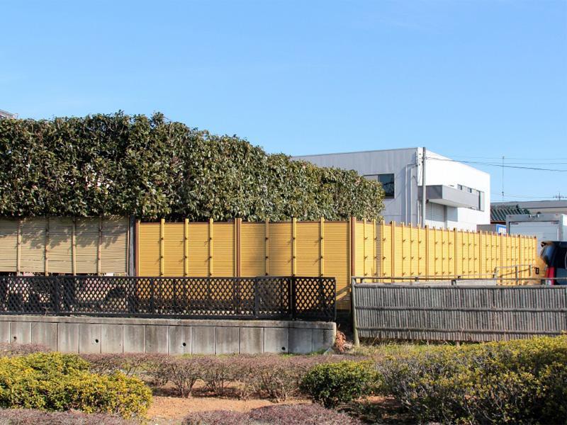 人工竹垣組立てセット 「みす垣E型」イエロー竹ブロンズ角柱 柱見せ