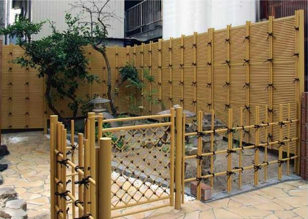 人工竹垣組立てセット「みす垣J型」イエロー竹ブロンズ裏柱 柱隠し