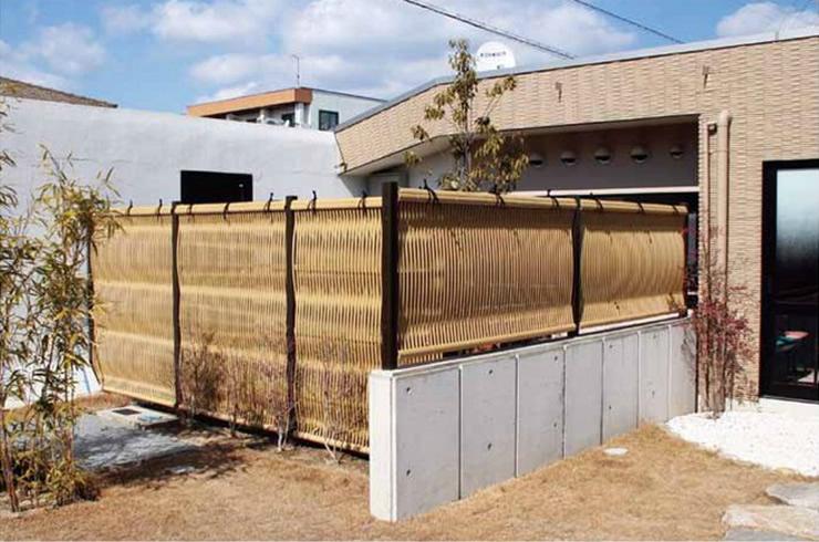 人工竹垣組立てセット「大津垣O2型」イエロー竹ブロンズ角柱 柱見せ